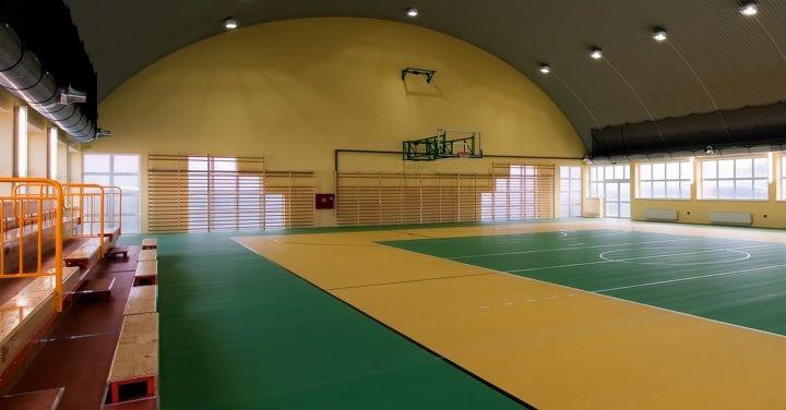 Sportowe hale przyszkolne